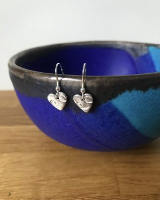 Heart wire print drop earrings