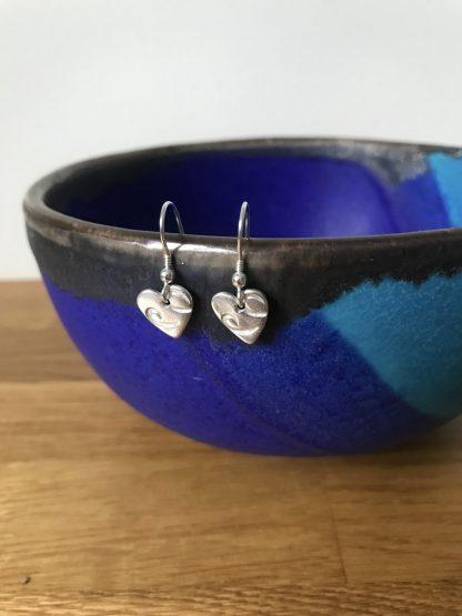 Heart wire print drop earrings