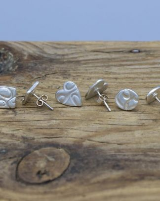 Wire print stud earrings