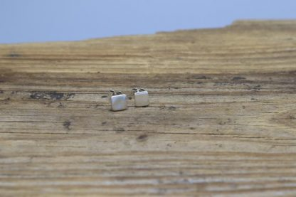 Mini plain stud earrings