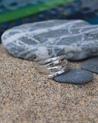 Surf wave hammered ring
